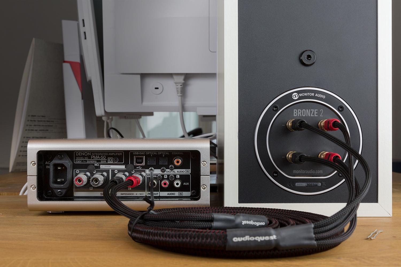 Das Bi-Wiring verbindet den Verstärker und den Lautsprecher mit vier Anschlüssen