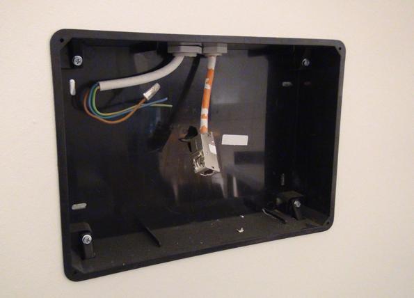 Die soeben eingebaute Halterung fürs iPad, mit dem die Beschallung gesteuert wird.
