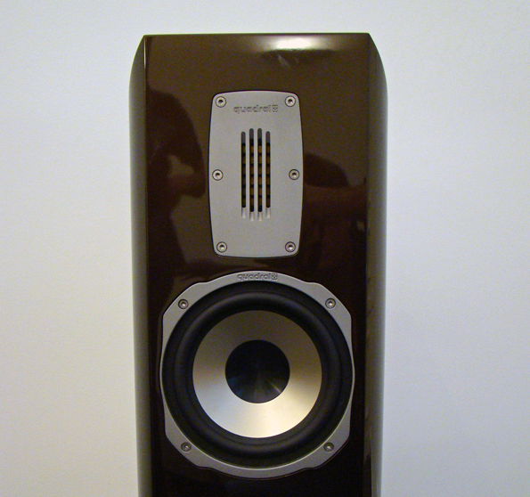 Bändchen-Hochtöner und Mittenlautsprecher des Orkan VIII Lautsprechers