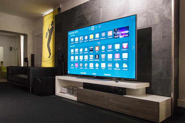neue samsung uhd fernseher in unserer vorf hrung hifi. Black Bedroom Furniture Sets. Home Design Ideas