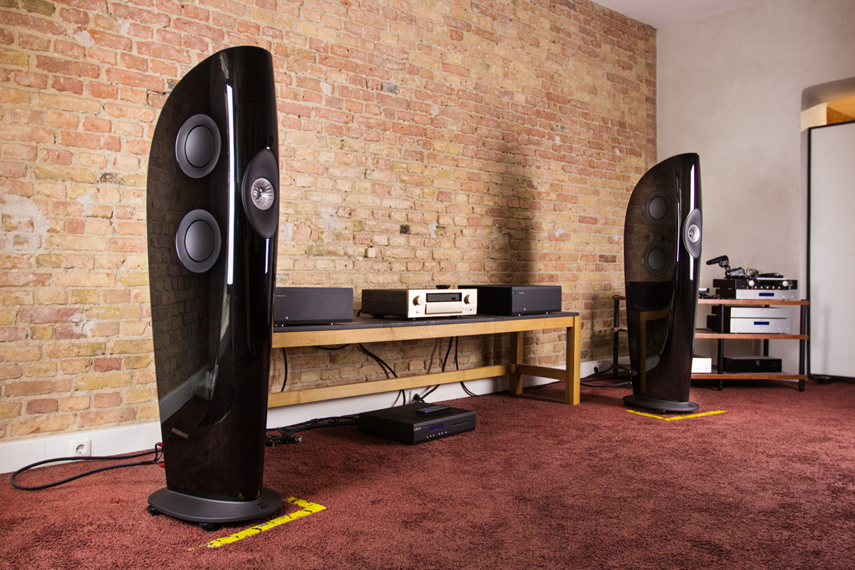 KEF Blade Two mit Musical Fidelity CD-Player und Accuphase Verstärker