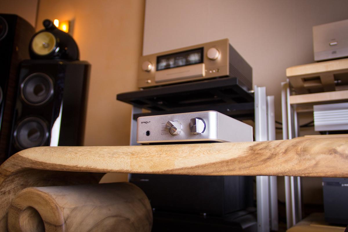 PS Audio Sprout mit Accuphase E-470 im Hintergrund