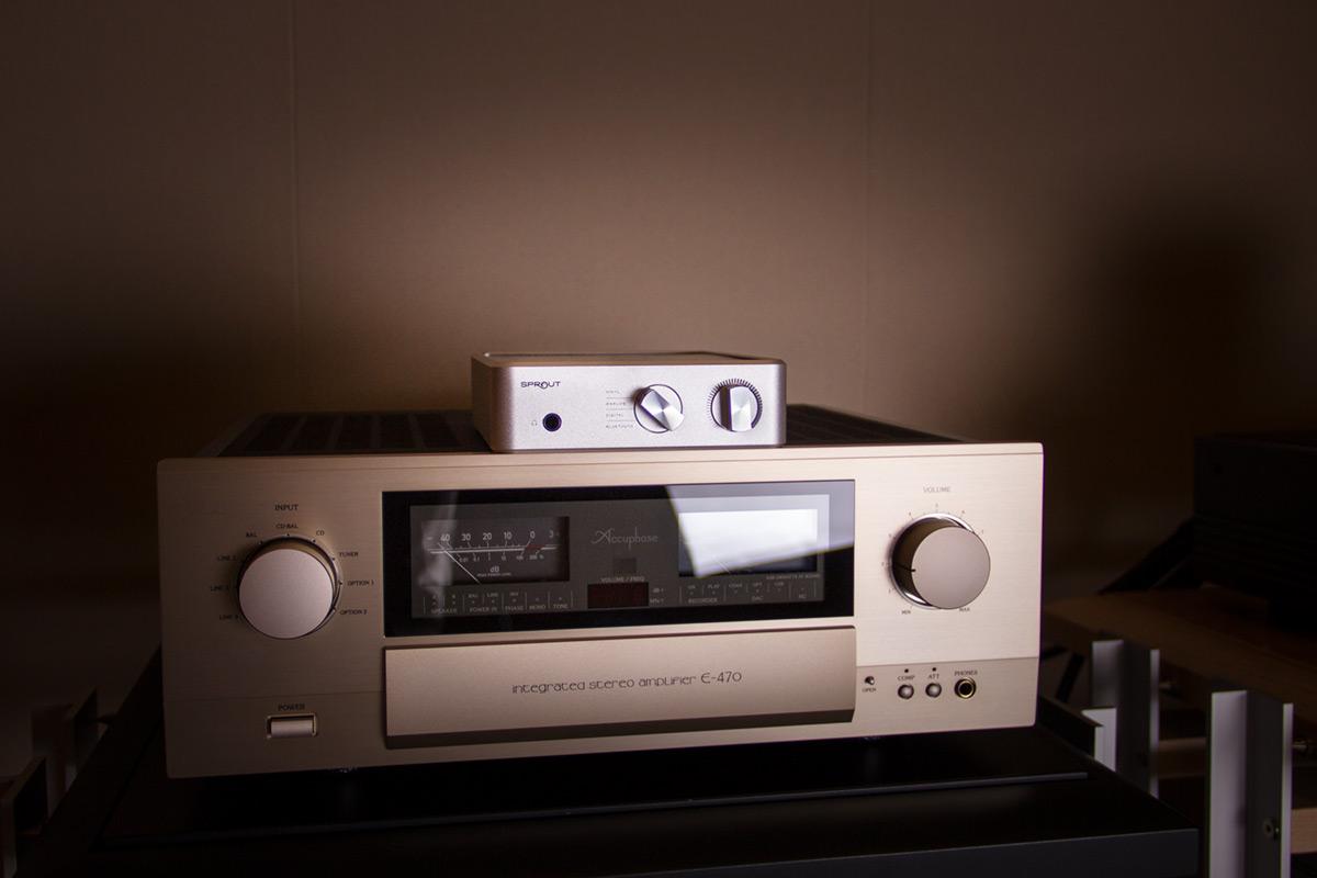 PS Audio Sprout auf einem Accuphase E-470