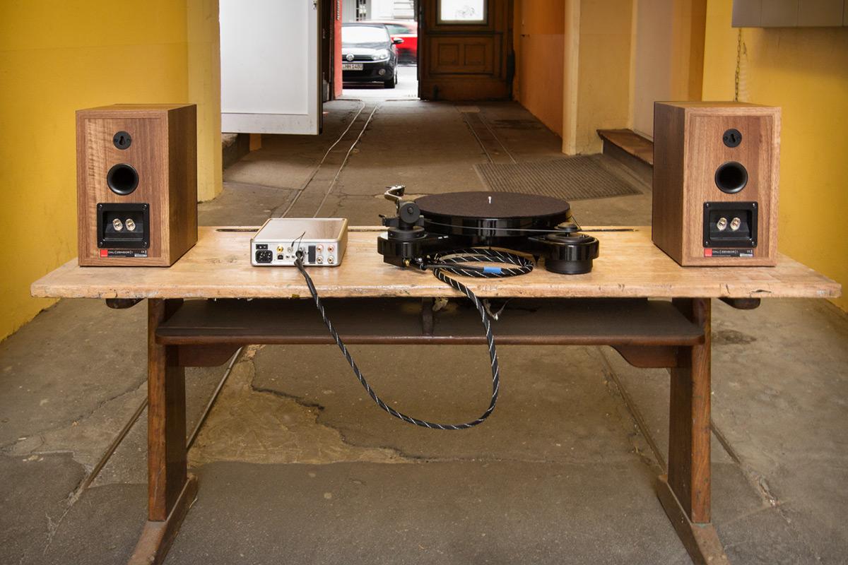 PS Audio Sprout, Pro-Ject RPM 1 Carbon und Dali Zensor 1 von hinten
