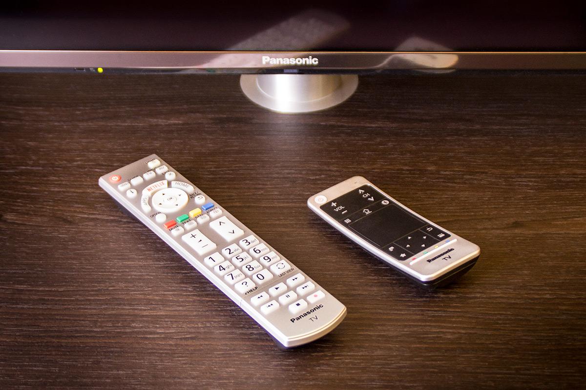 Reichlich Wahlmöglichkeiten: Klassische Fernbedienung, Touch-Remote oder die Panasonic TV Remote 2 App