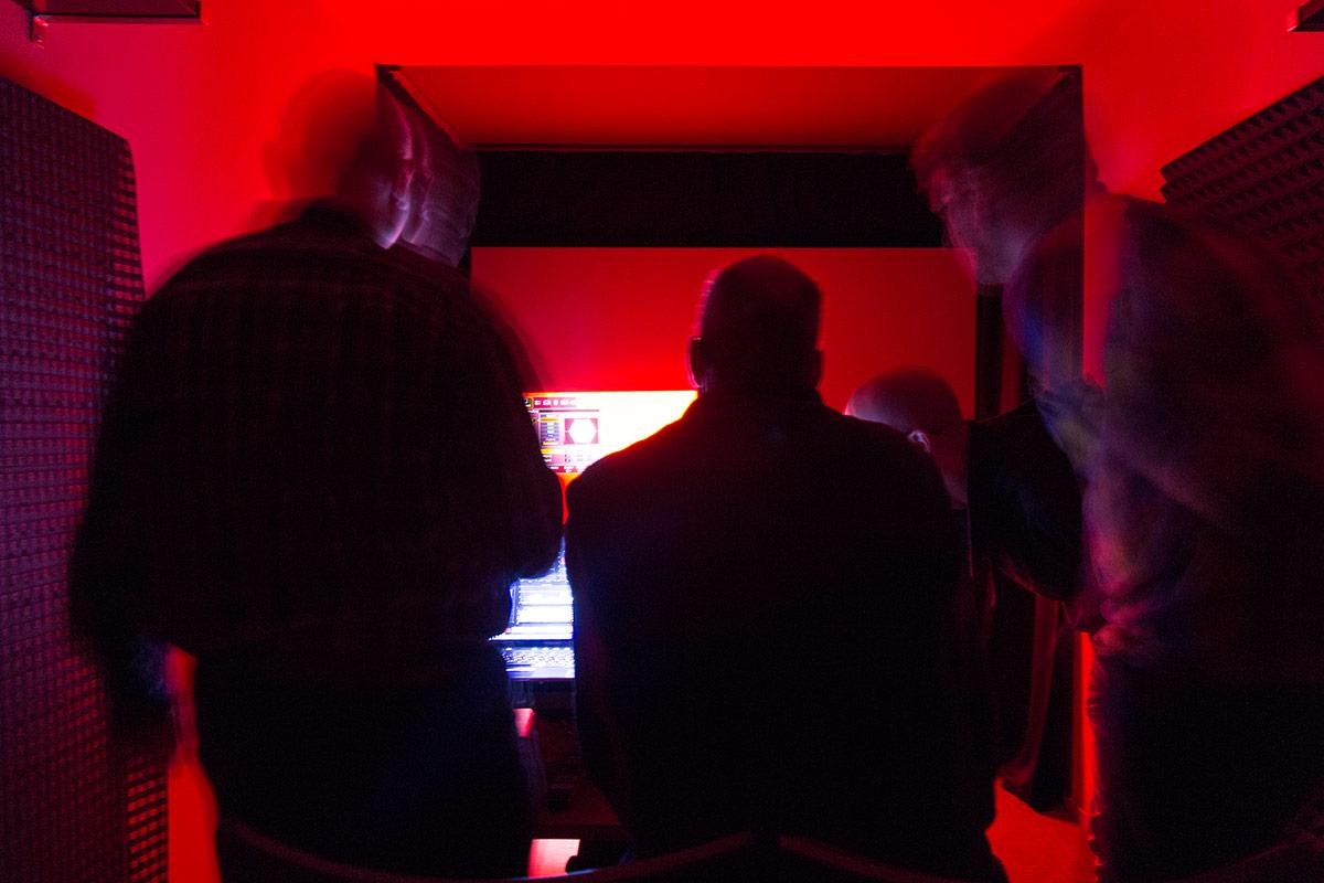 raphael-vogt-hifi-im-hinterhof-projektor-kalibrierung-2