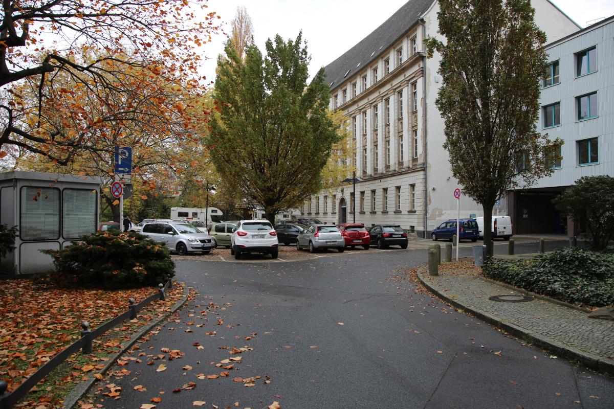 gabelung-rathaus-parkplatz