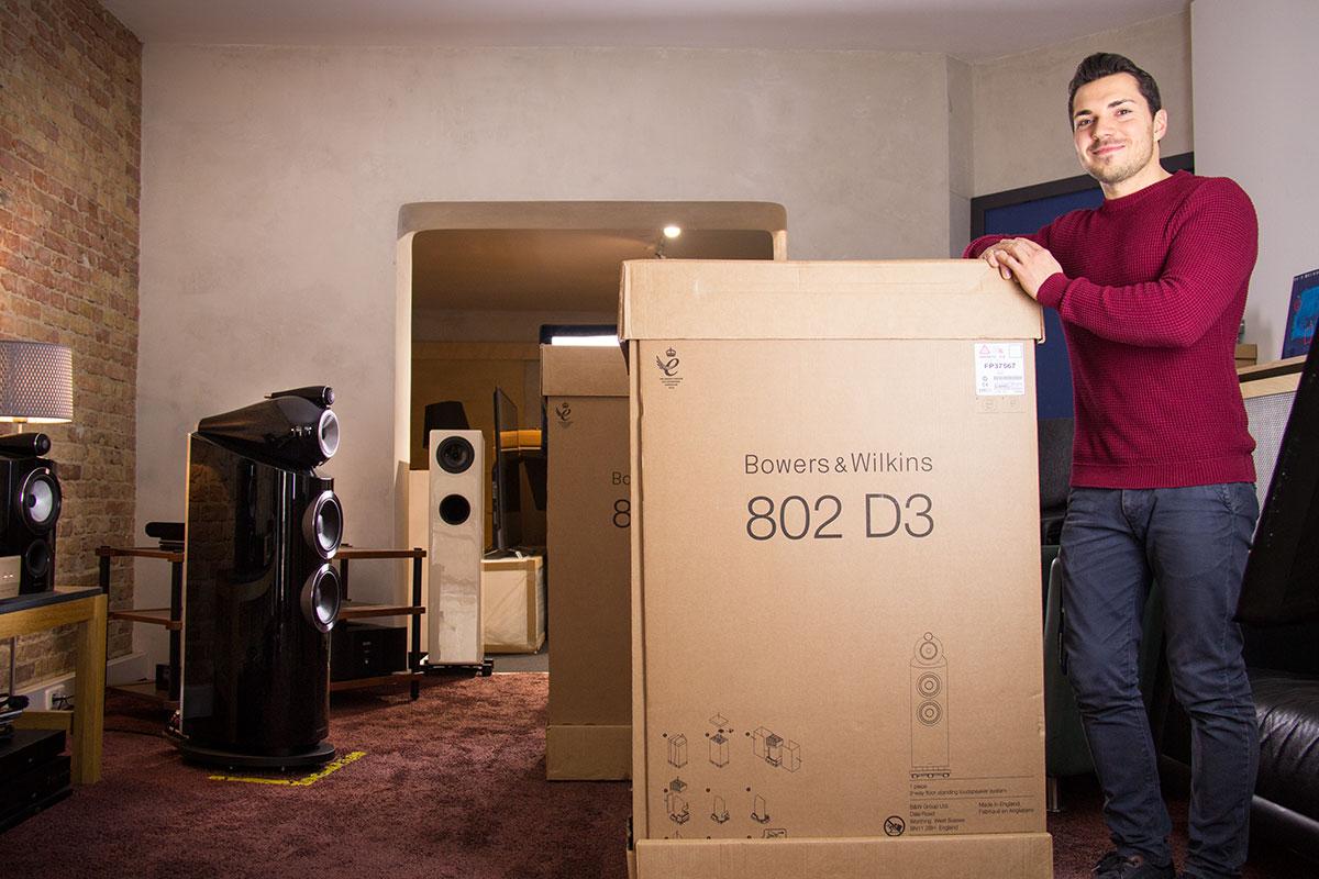 Hier ist die B&W 802 D3 noch eingepackt ...