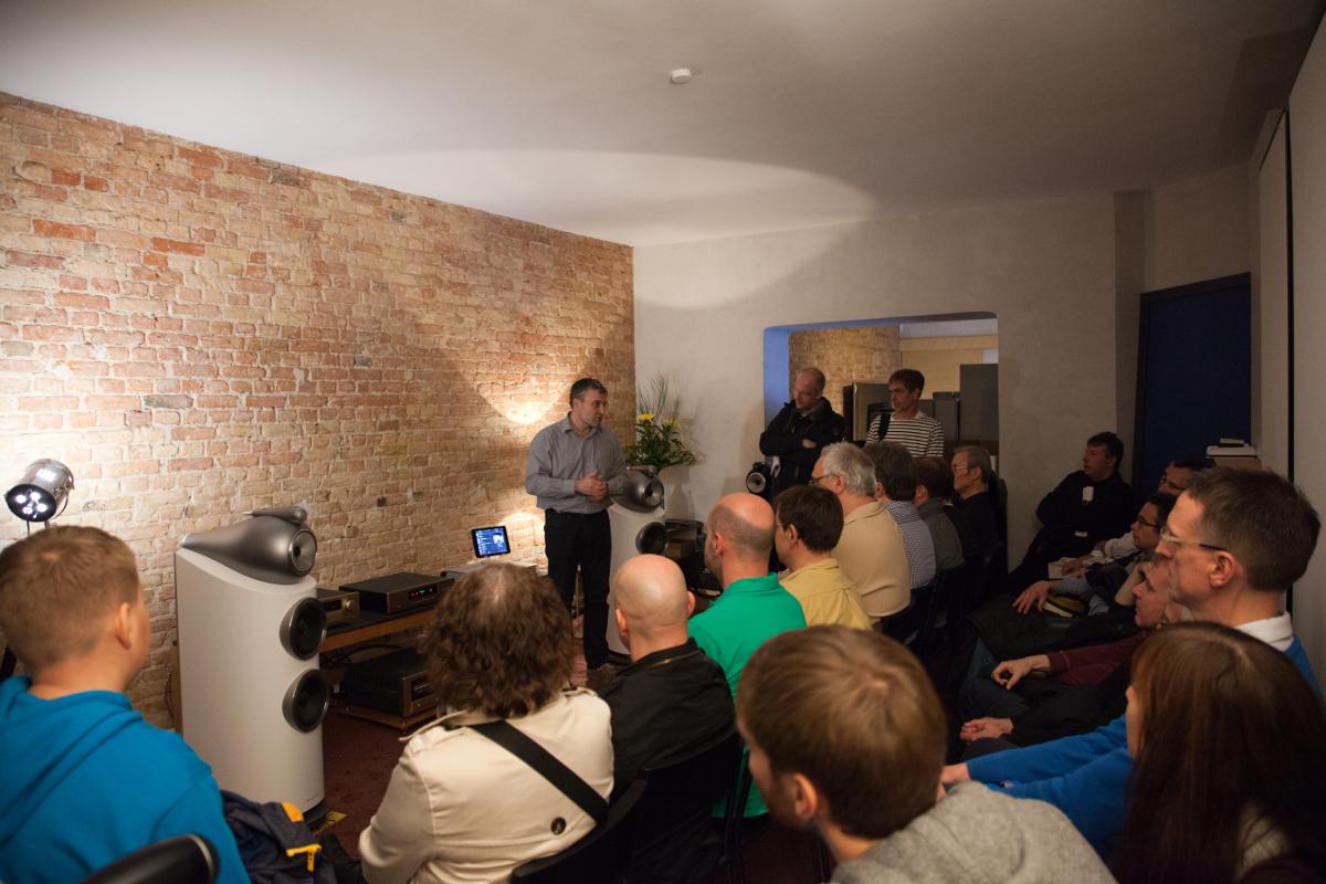 Ulf Soldan präsentiert die B&W 802 D3