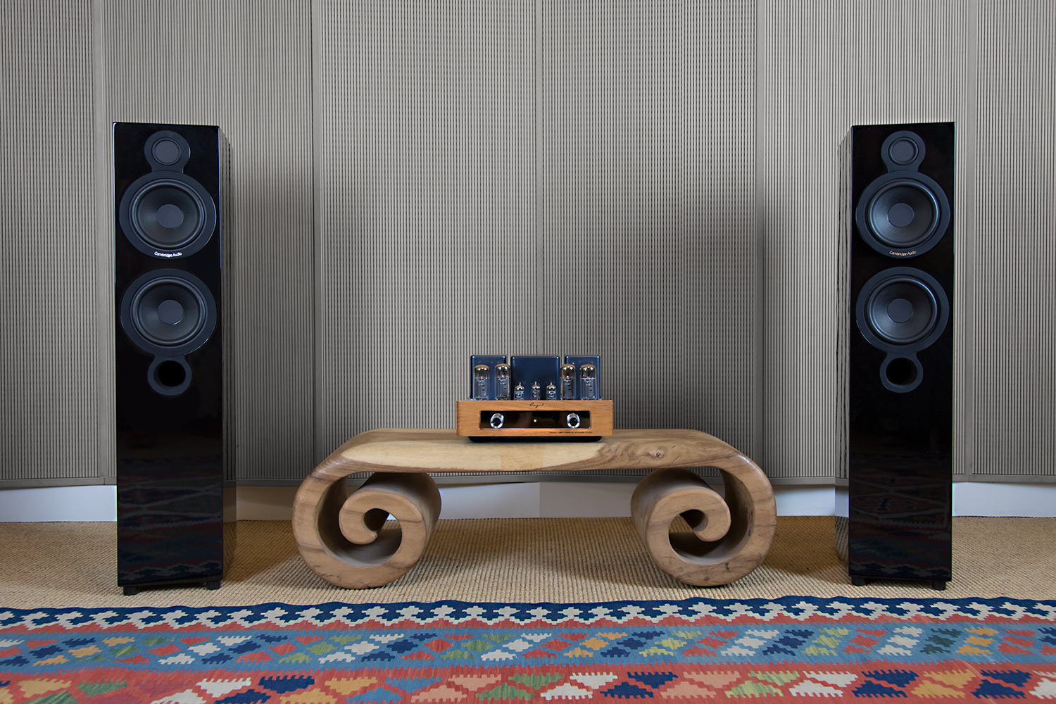 HiFi im Hinterhof Bundle: Cayin MT-34L und Cambridge Audio Aeromax 6