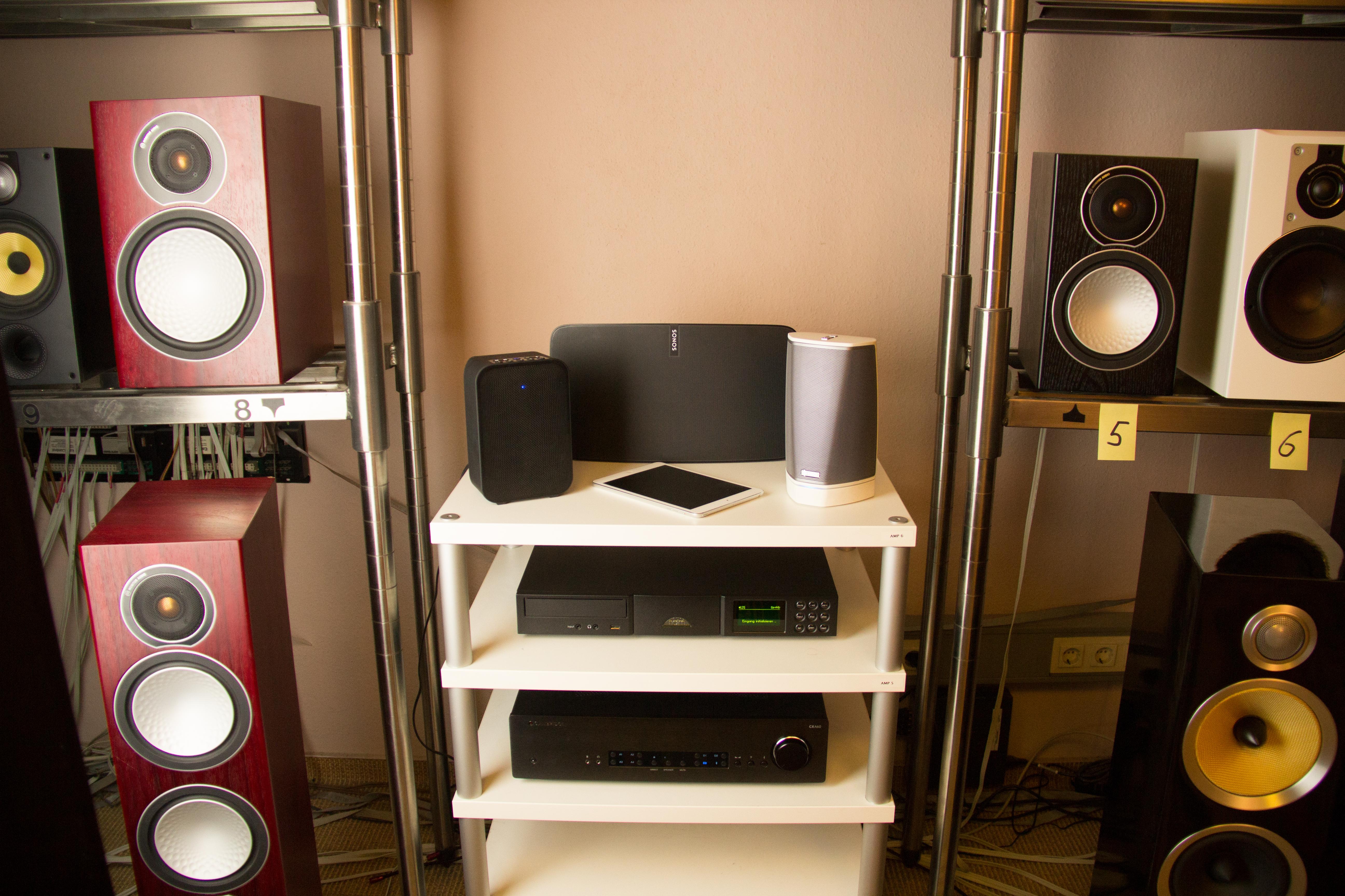Multiroom-System mit Modellen von Naim Audio, Bluesound, Sonos und Denon HEOS