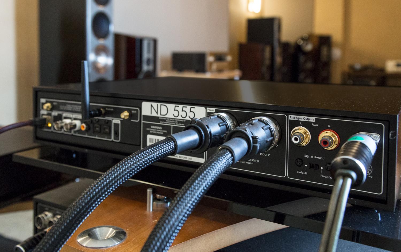 Die Rückseite des Naim Audio ND 555