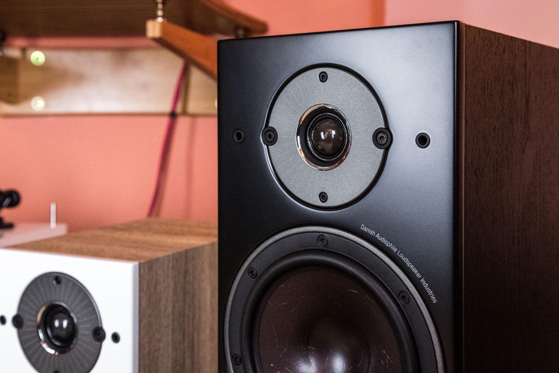 Die Treiber der Dali Oberon Serie sorgen für ausgezeichneten Klang