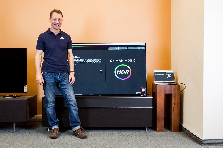 Unser Kollege Peer ist der Experte für die Kalibrierung von TV-Geräten