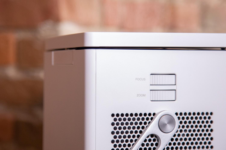 jetzt aber schnell der neue 4k projektor von lg h rt auf. Black Bedroom Furniture Sets. Home Design Ideas