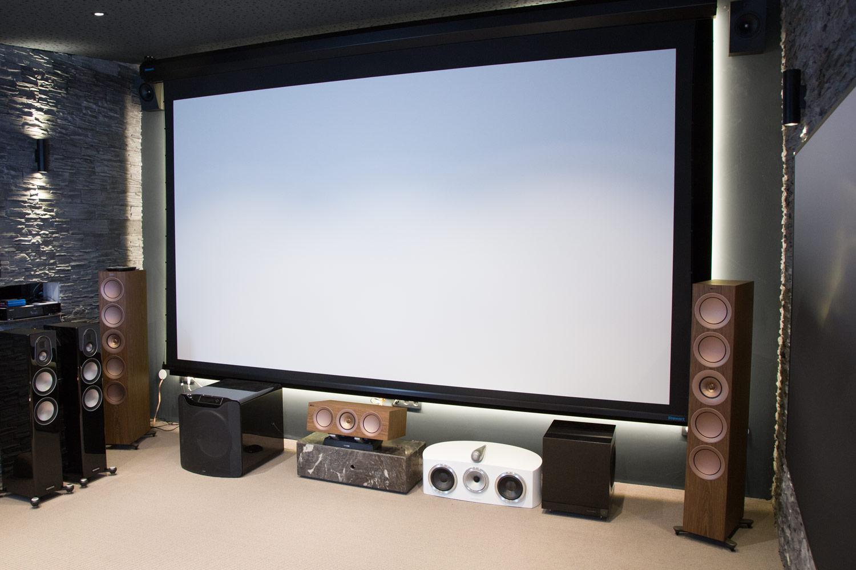 Unsere Stewart StudioTek 130 G3 Leinwand im großen Heimkino