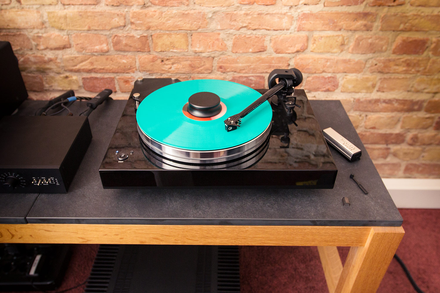 Die Vinyl-Kombi: Pro-Ject Xtension 9 und links die Pro-Ject Phono-Box RS